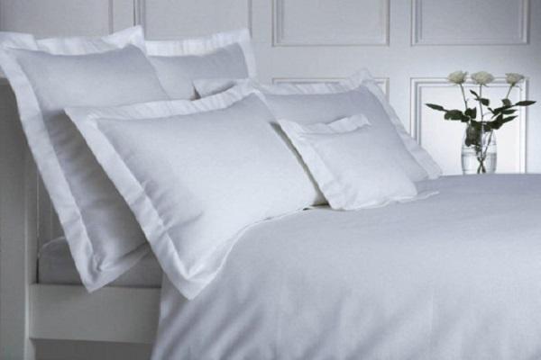 Lenjerii de pat albe din bumbac pentru hotel