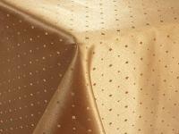 fata-de-masa-teflon-Carmen-auriu